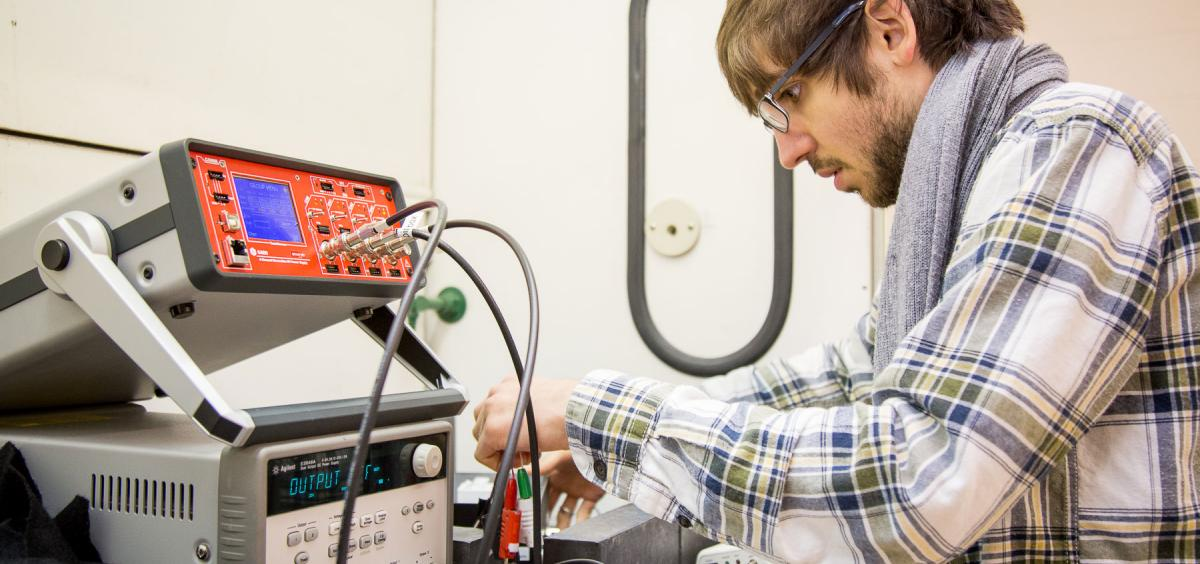 Graduate Student Steven Czyz works in the Oregon State Radiation Detection Lab